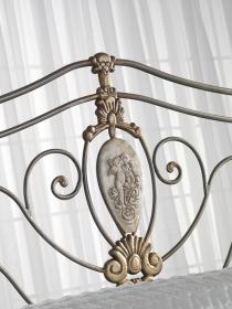 Letto classico in ferro aa leopardi cucine mobili di qualit al giusto prezzo milano for Letto in ferro battuto prezzo